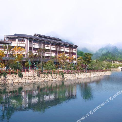 Dousha River Hot Spring Town Hotel
