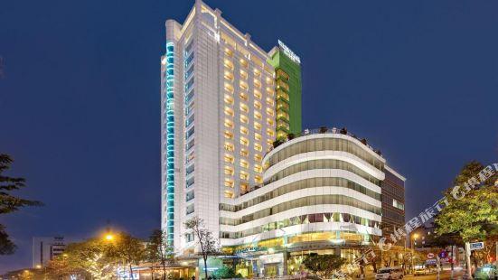 센리버 호텔