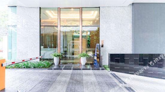 Tai Wei. Apartment - Siam