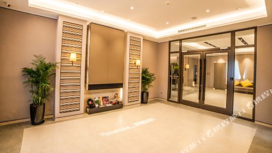 Home Inn Plus (Wuxi Zhongshan Road Shenglimen Metro Station)