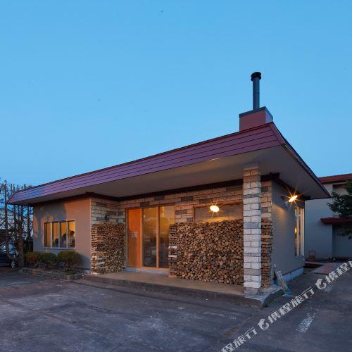 haku hostel + cafe bar