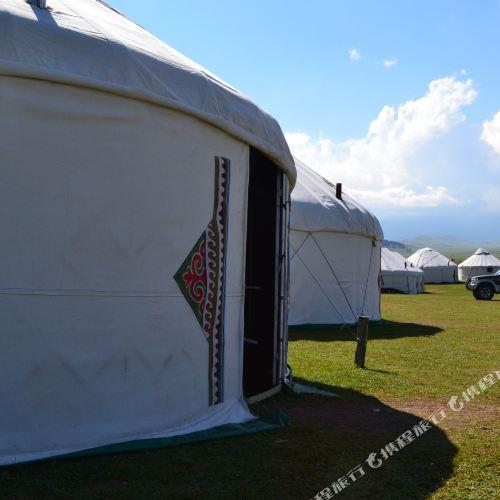 賽里木湖蒙古包山莊
