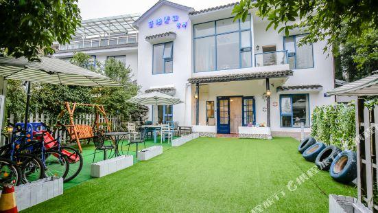 Gaia Seeker Inn