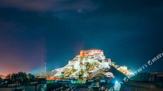 Tibet Hostel (Lhasa Potala Palace)