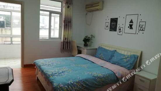 暖室小居公寓(南京龍蟠路店)