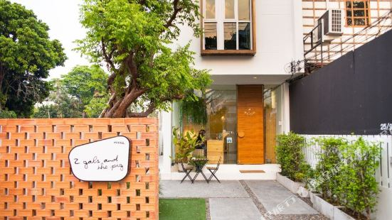 Two Gals and The Pig Boutique Hostel Chiengmai