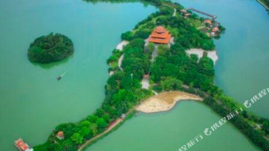 Baohong Lakeside Holiday Villa