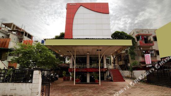 OYO 15211 Hotel Midas