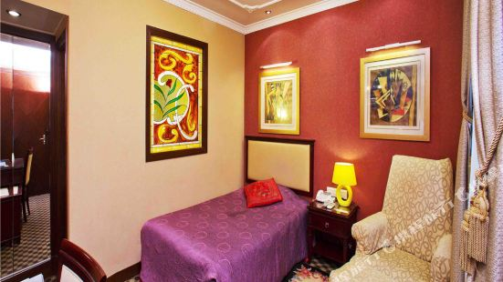 Ling Long Hotel