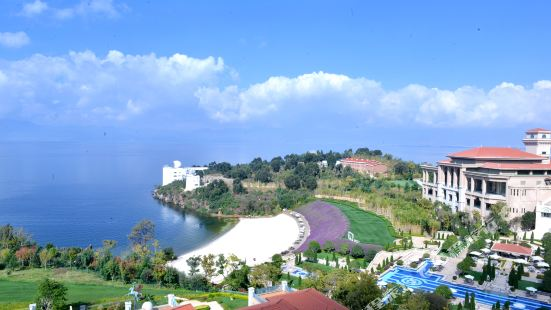 Fuxian Lake Xinhu Hotel