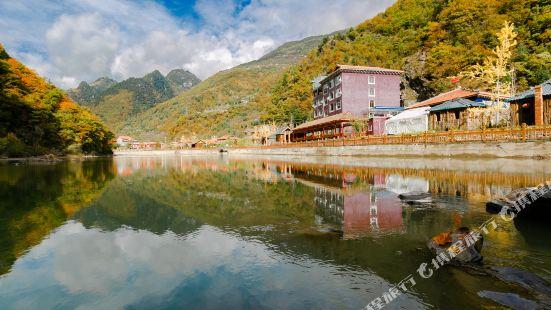 黑水七彩湖山荘
