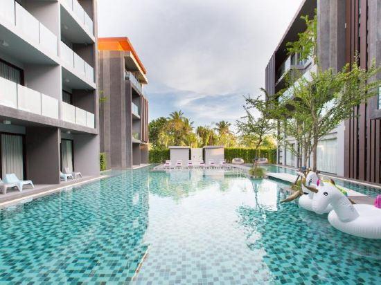 普吉岛玛雅酒店,每间空调客房都配有平面卫星电视,沙发客厅角和私人