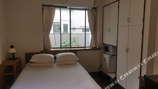 Hachimanyama's Room