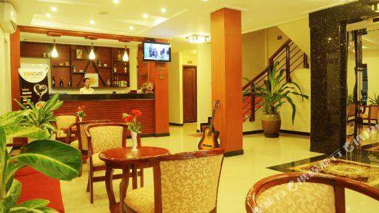 V N E Hotel