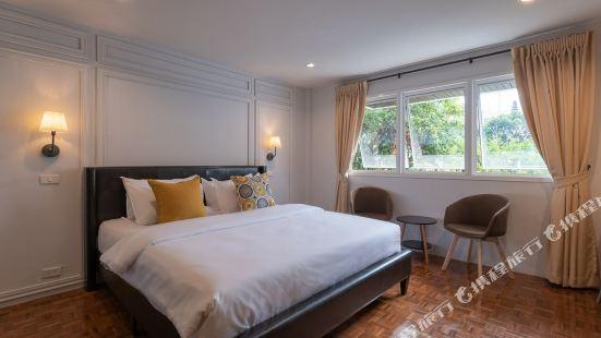 The Mellow Pillow Hotel