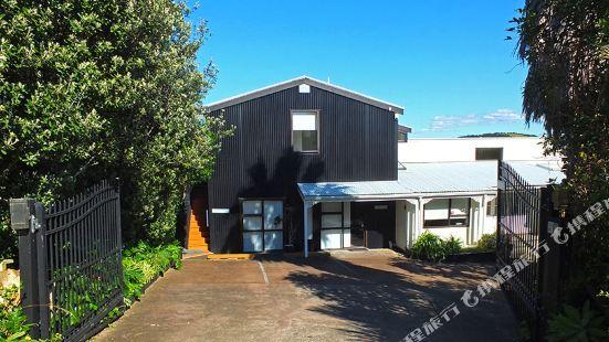 Le Chalet Waiheke Apartments