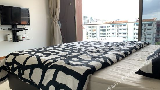 5 Min Walk from The City Center to The Airy Airy Apartment
