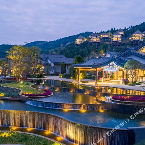 Qianmoju Holiday Hotel