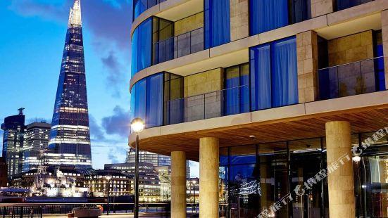 London Cheval Three Quays Hotel Apartment