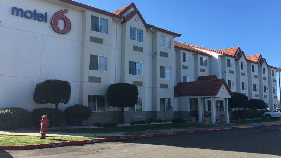 迪克森6號汽車旅館