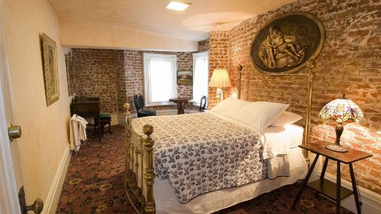 The Chateau Tivoli Bed & Breakfast