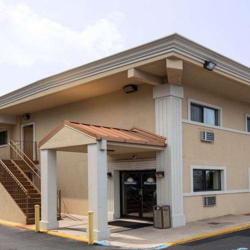Days Inn by Wyndham Long Island/Copiague