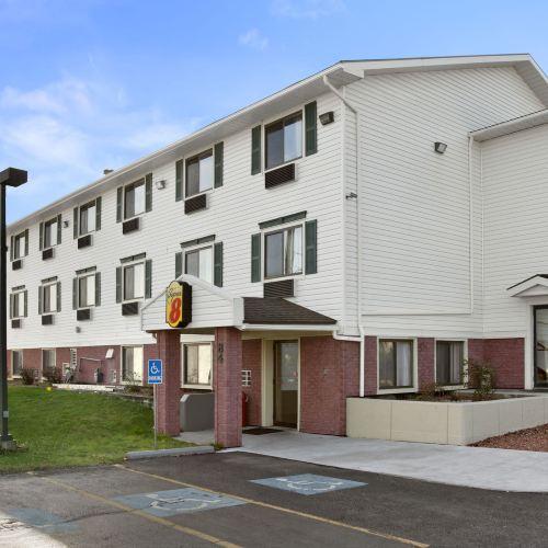 紐約馬塞納-馬恩省温德姆速 8 酒店