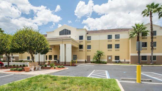 Comfort Inn & Suites DeLand - Near University