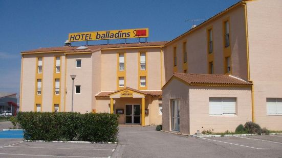 亞爾凱裏亞德直營飯店