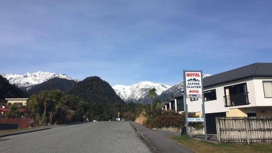 Alpine Glacier Motel