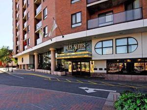 商旅套房酒店(Les Suites Hotel)