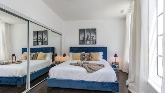 多倫多市中心BAY街豪華雙卧公寓免費停車位