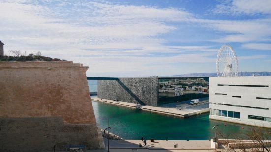 馬賽開放式公寓酒店 - 附設備完善陽台及無網上網 - 離海灘 2 公里