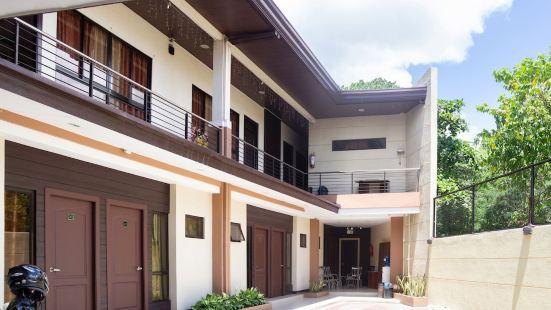 OYO 153 Monclaire Suites