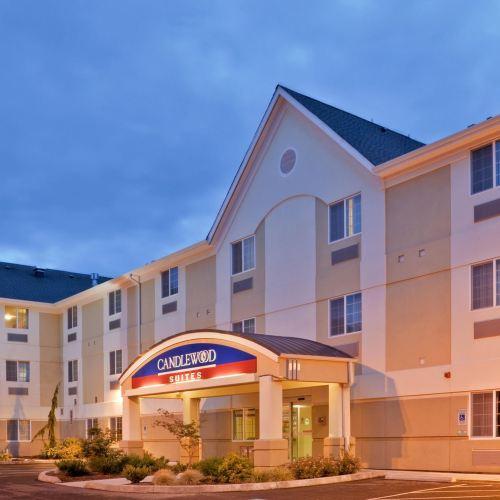哈勃爾燭木套房酒店