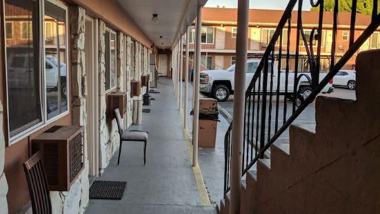 拉哈西恩德汽車旅館
