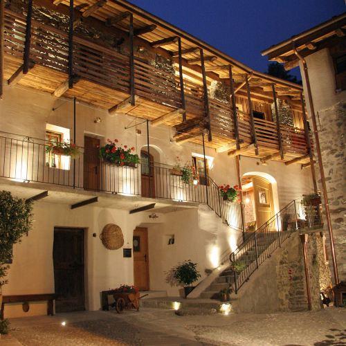 蒂拉諾城堡旅館