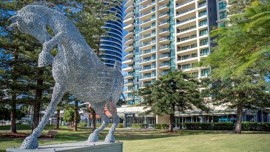 Mantra Broadbeach on The Park Hotel Gold Coast