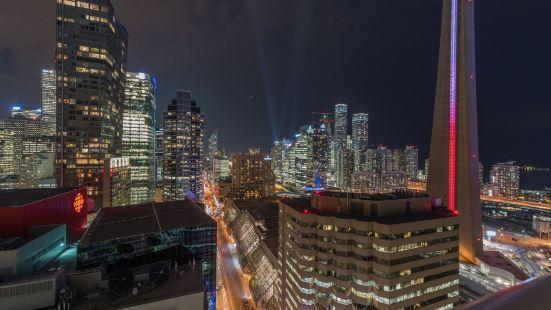 加拿大國家電視塔格蘭德皇家公寓