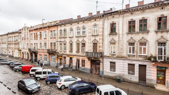 Three rooms in the center on Kulisha Street