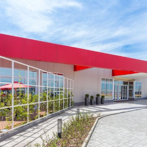 維拉科波斯機場華美達酒店