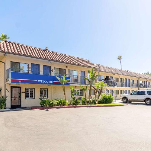 加利福尼亞裡布市 - 湯加利福尼亞大學 6號汽車旅館
