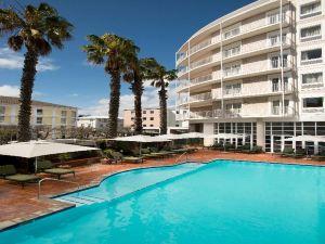 科莫多酒店(The Commodore Hotel)