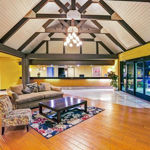 Days Inn & Suites by Wyndham Fullerton