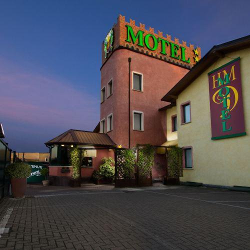 公爵汽車旅館及酒店