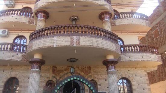 盧克索女王皇宮酒店