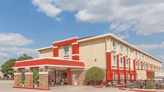 俄克拉何馬城機場北部華美達酒店