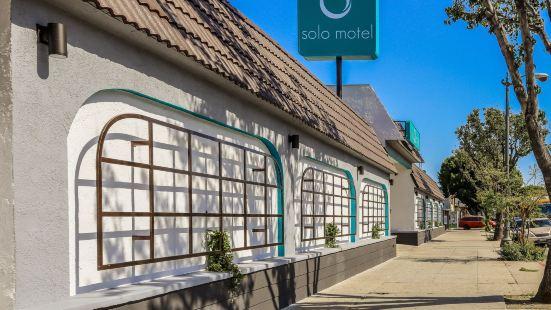 Solo Motel - Broadway