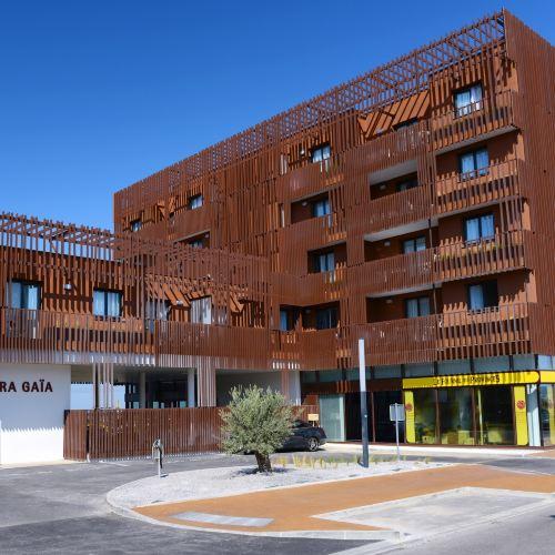 阿達力思塔拉吉雅公寓式酒店