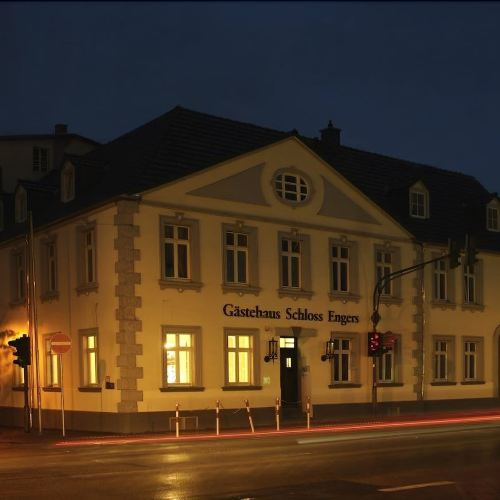 恩格斯城堡旅館